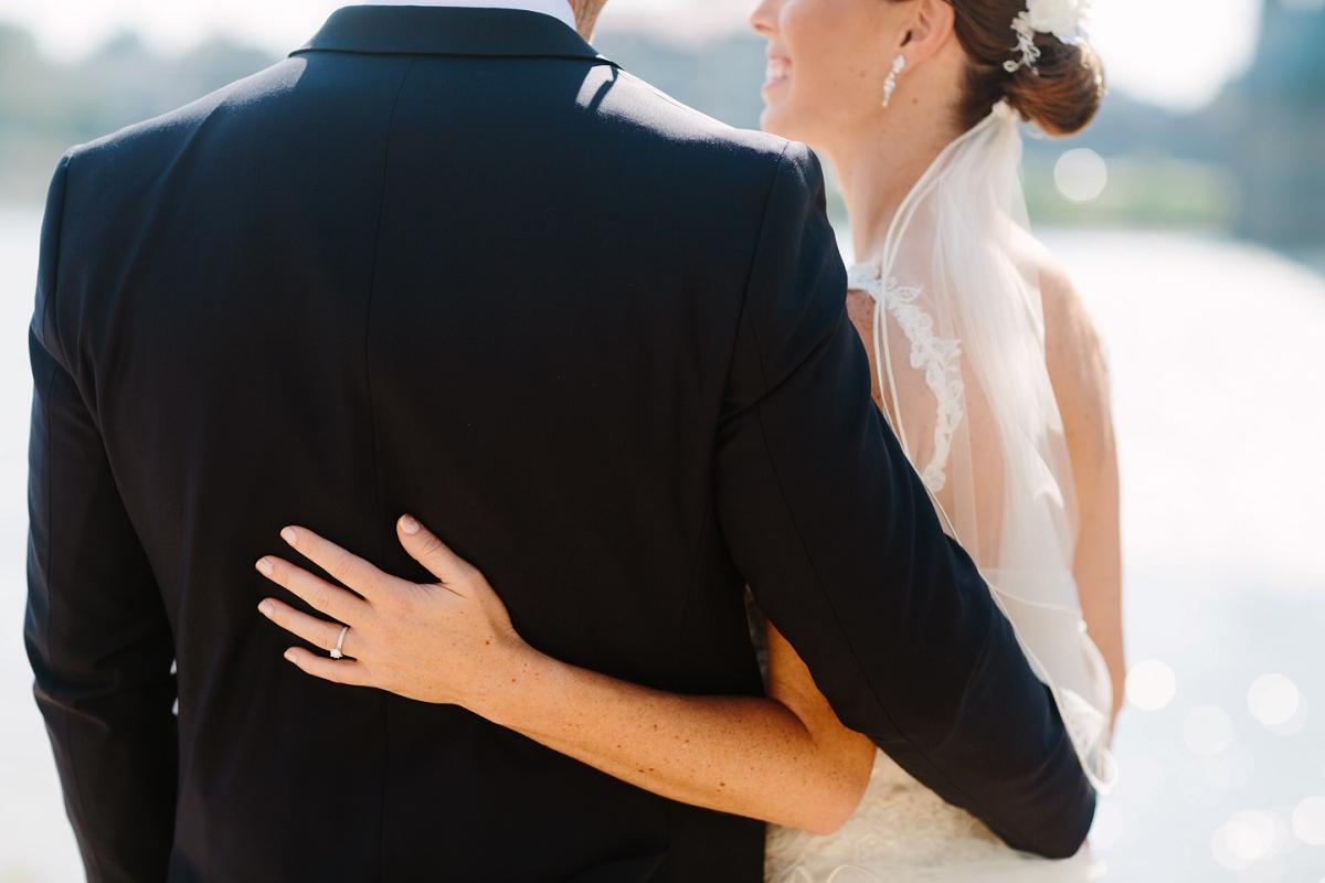 Downtown Cincinnati Smale Riverfront Park . Carnegie Center of Columbia Tusculum Wedding . Tire Swing Photography_0035