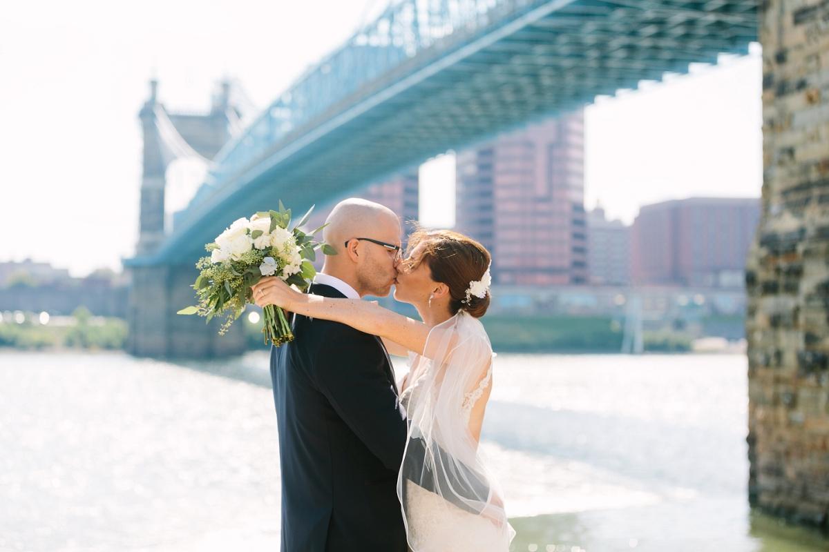 Downtown Cincinnati Smale Riverfront Park . Carnegie Center of Columbia Tusculum Wedding . Tire Swing Photography_0037