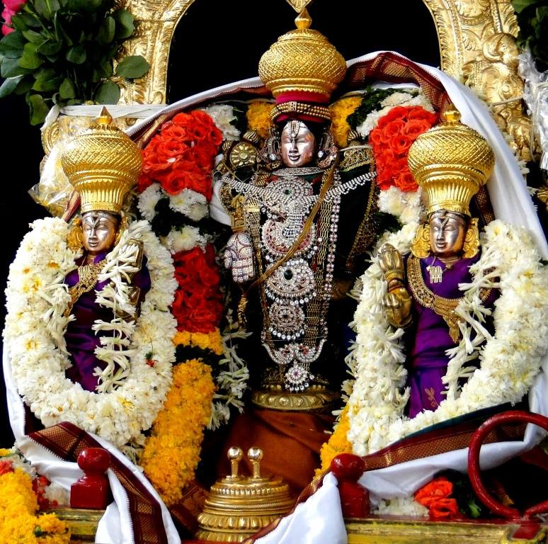 Venkateswara Swamy Hd Wallpapers Holy Lord Venkateswara With Sridevi And Bhoodevi Tirumalesa