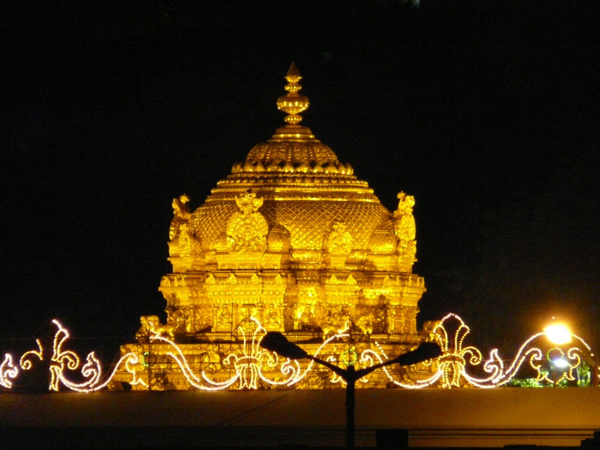Venkateswara Swamy Hd Wallpapers Amazing Golden Gopuram Of The Tirumala Temple Tirumalesa