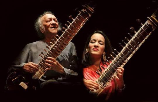 Anoushka-Shanar-With-Her-Dad-Pandit-Ravi-Shankar