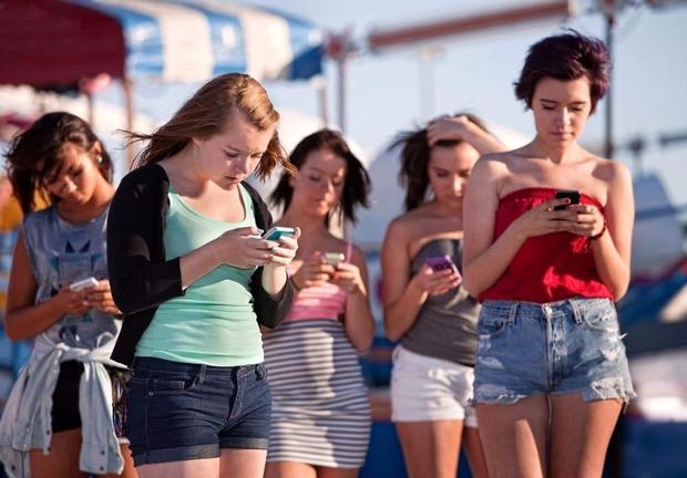 Ossessione smartphone: esiste la sindrome handphone