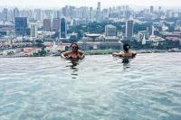 Backpackers sneak into Marina Bay Sands' infinity pool ...