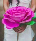 Como hacer una rosa gigante de papel