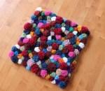 Como hacer una alfombra decorativa con pompones