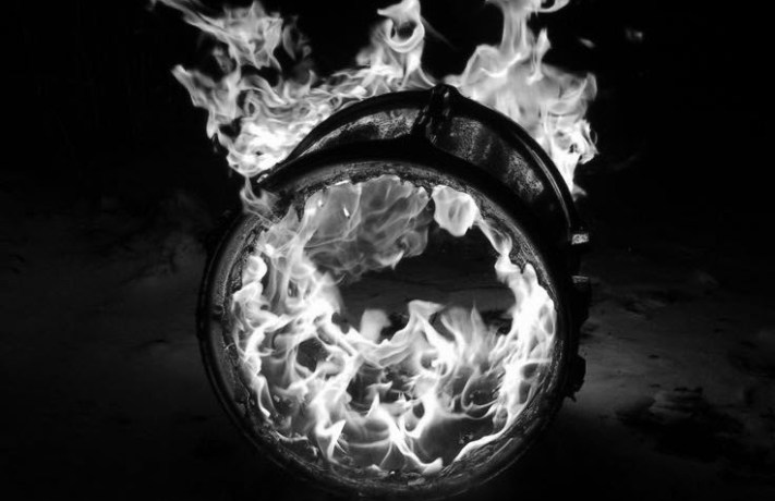 header_burningdrum_BW
