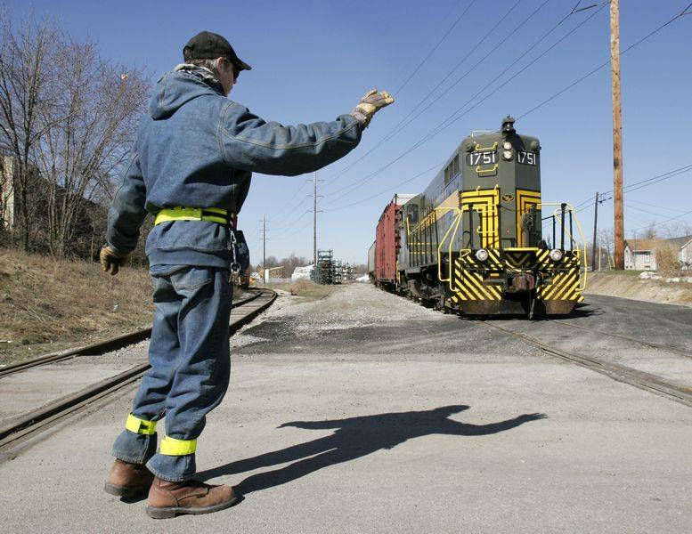 Rail freight operation makes big strides; dinner theater adds to it - frieght conductor