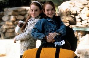 LINDSAY LOHAN IN GENITORI IN TRAPPOLA (1998) Lindsay Lohan interpreta gemelle separate alla nascita in due film: Genitori in trappola, remake di una classica commedia Disney (Il cowboy con il velo da sposa), e Il nome del mio assassino.