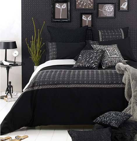 Elegant Black Wall Bedroom Designs