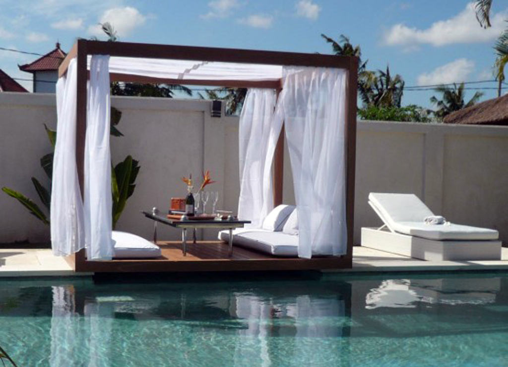 Luxurious Pool Furniture Ideas For Your Yard