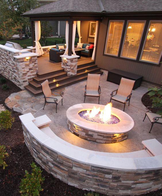 Marvelous Outdoor Seating Areas With Fire Pits That Will