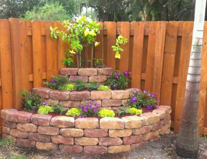 corner fence landscaping ideas