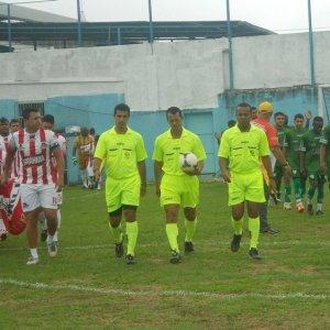 Arbitragem da final adulta da Copa  Prefeitura Bahamas de Futebol Amador 2013 (Foto: Toque de Bola)