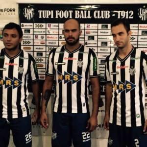 Felipe Augusto (esquerda), Ênio (centro) e Kaio Wilker vestiram a camisa carijó pela primeira vez