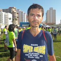 """Depois de tropeço em cão e ameaça, Nélio desabafa: """"Acham que atletas são vagabundos"""""""