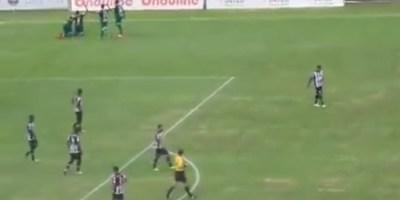 Jogadores do Uberlândia comemoram o gol de Wendel