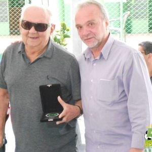 Walter Monachesi recebe homenagem das mãos do presidente Jorge Ramos
