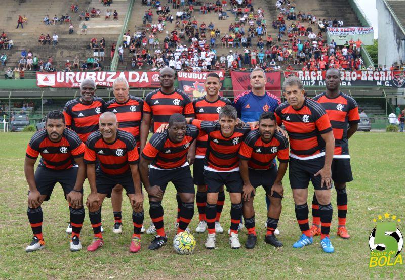 Rodada dupla com Tupi, Baeta, Sport e Flamengo leva nostalgia centenária ao Estádio Procópio Teixeira. Veja fotos