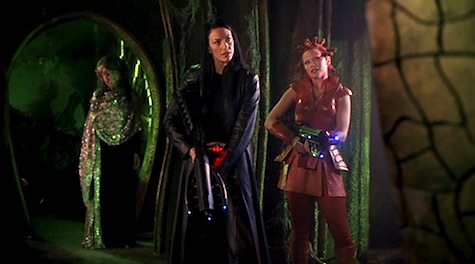 Farscaoe, Bringing Home the Beacon, Aeryn, Sikozu