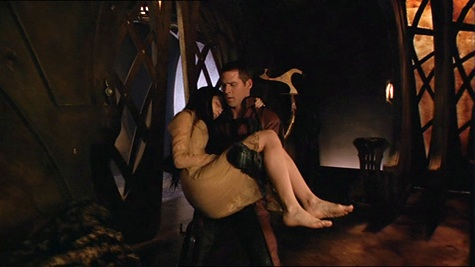 Farscape, We're So Screwed I: Fetal Attraction, Crichton, Aeryn