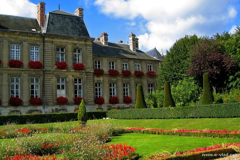 Soissons france beautiful city hall gardens