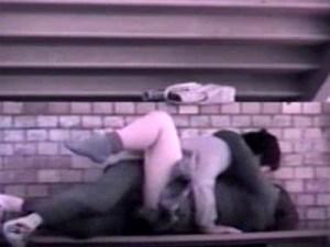 【JK青姦盗撮動画】スピードが命の野外セックス…まさかの2回戦突入した制服女子校生カップルを隠し撮りww