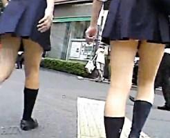 【JK街撮り盗撮動画】純白パンツが歩くたびに見えるミニスカート制服女子校生のパンチラを隠し撮りww