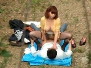 【青姦盗撮動画】キャンプ場で誰も見てないと思ったか男女カップルが野外で着衣セックスを隠し撮り…