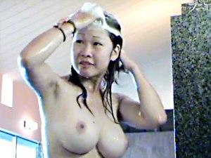 【銭湯盗撮動画】推定Hカップの美巨乳…銭湯モノが好きな人がたまに見たくなる神乳素人動画ww