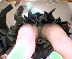 【JK逆さ撮り盗撮動画】女子校近所にあるドラッグストアに足元隠しカメラ設置…制服JKをパンチラ隠し撮りww