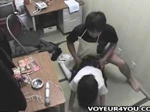 【JKレイプ盗撮動画】大人のおもちゃ屋で万引きした青少女を捕まえて脅し中出し強姦した様子を監視カメラが…