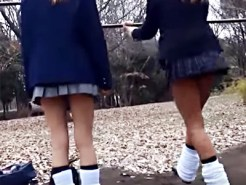 【Vine盗撮動画】なぜ見えない…膝上MAXのミニスカギャルJKが公園の鉄棒で逆上がりした結果ww