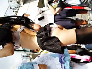 【コスプレ盗撮動画】ガーターストッキングにブラジャー丸見えの巨乳メイドレイヤーを隠し撮りww