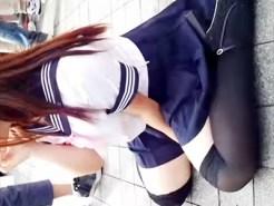 【コスプレ盗撮動画】透けたニーソックスに制服+バニーで絶対領域の太ももがエロいレイヤーを隠し撮りww