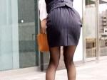 【OL街撮り盗撮画像】タイトスカートでヒップラインが丸分かりの透けパン素人を背後撮りww