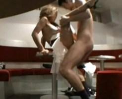 【SEX盗撮動画】閉店後のキャバクラ店内で人気キャバ嬢とボーイが泥酔状態でハメてる様子を隠しカメラ撮り…