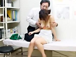 【病院盗撮動画】産婦人科でヤリ捨てられた女子大生が検査薬で陽性反応出て泣き崩れたところを悪徳医師が…