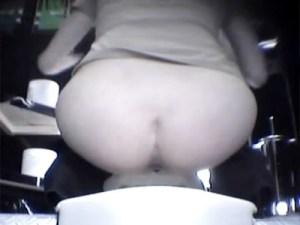 【女子トイレ盗撮動画】キャバ嬢、風俗嬢、女社長…金を持った女が集まるホストクラブでオシッコ隠し撮りww