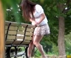 【お漏らし盗撮動画】公衆トイレが見つからず右往左往するミニスカギャルがパンツの中でお漏らしww