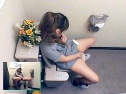 【トイレオナニー動画】自宅トイレに仕掛けた隠しカメラ映像…むっちり姉が便所で自慰行為ww