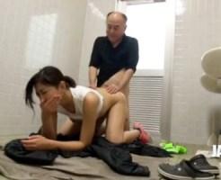 【痴女隠撮動画】男子トイレにオッサンを連れ込み犯す性欲強い女性を隠しカメラが激写した映像…