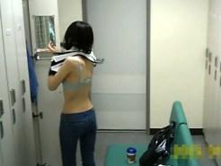 【着替え隠盗動画】清掃会社の更衣室に仕掛けた隠しカメラ…女子スタッフの着替えを隠し撮りww