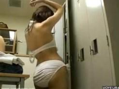 【着替え隠盗動画】関西の大学のロッカールームに仕掛けた隠しカメラ…関西弁の女子大生を隠し撮りww