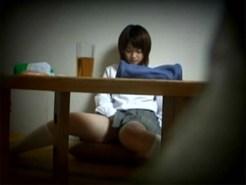 【オナニー隠盗動画】自室で勉強をする女子校生の妹を家庭内で隠しカメラ撮り…行き詰まり自慰行為開始ww