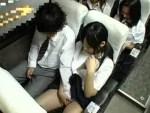 【女子校生隠撮動画】修学旅行のバス内でカップルで座ったJKが彼氏に手コキする瞬間を車内カメラが激写ww