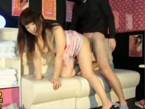 【風俗隠撮動画】手コキ&フェラチオサービスが限界のピンサロで本番行為をする巨乳嬢を店内で隠し撮りww