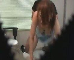 【病院隠撮動画】若くして歯医者で女医をする女性…押しに弱く個室治療室で白衣着たまま着衣セックスww