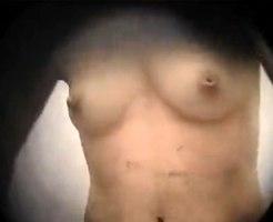 【シャワー隠撮動画】右乳首が陥没してる素人ギャルを海の家のシャワールームで隠し撮りww