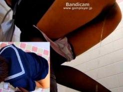 【おしっこ隠撮動画】大阪の某駅トイレに駆け込む黒パンスト履いた女子校生の立ちション隠しカメラ撮りww