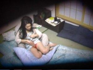 【SEX隠撮動画】一人暮らしの男性自宅で掃除や食事の世話をする美人ヘルパーに本気の性交渉ww